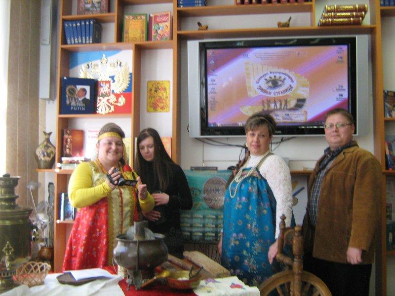 Рассказ о традициях русской старины продолжили сотрудники Волгоградского областного краеведческого музея