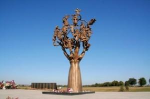 1-Беслан-памятник-«Древо-скорби»1-1024x682 - копия